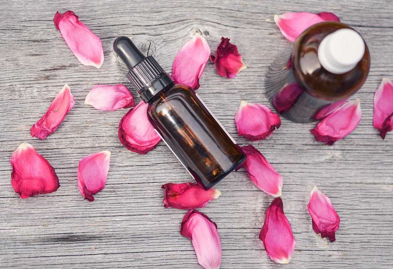 50代がすっぴん肌でも綺麗なのは基礎化粧品が大切⇒シワ予防に保湿作用のあるものを選ぶ
