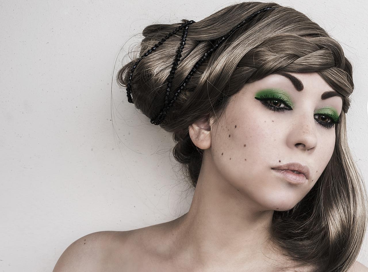 イボをフラクショナルレーザーで除去◆デコルテに大量の疣贅、ひどい、汚い、最悪…という悩みを美容皮膚科のレーザー取り除いた20代女性の体験談