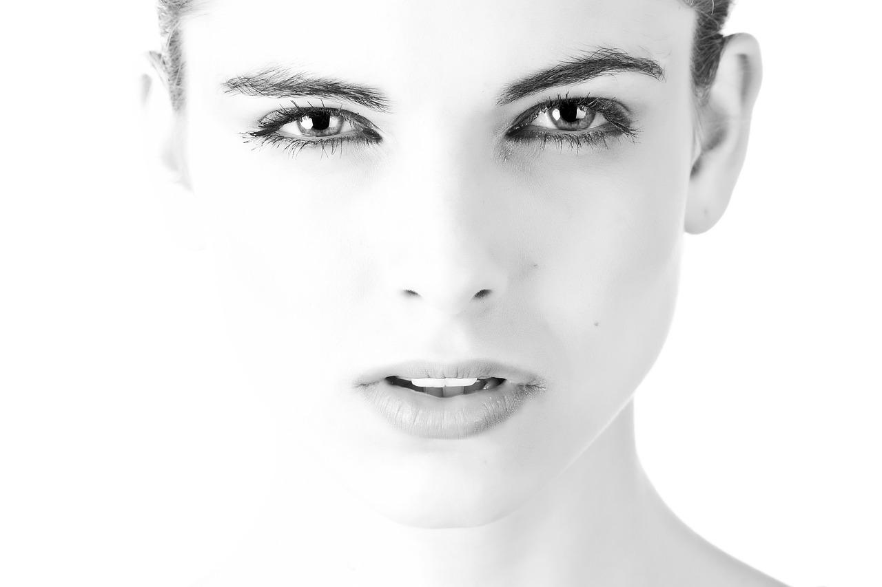 生まれつきのシミ、なんとか消したい…そんな場合は美容整形外科でレーザー治療が一番確実!