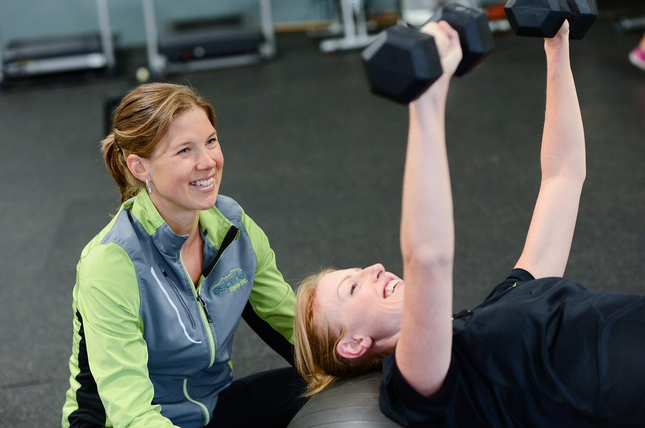 パーソナルトレーニングジムでお腹まわり、太もも、二の腕、5キロ以上のダイエットを成功させた20代女性の体験談
