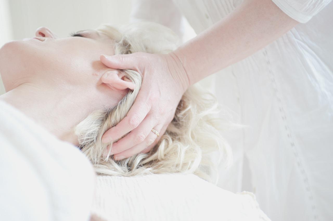 薄毛になりそうでやばい!抜け毛が増えたらヘッドスパで改善しよう