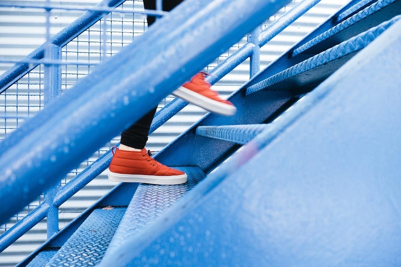 40代女性下半身太りには踏み台昇降ダイエットがおすすめ。太ももやお尻などの下半身痩せに効果的。