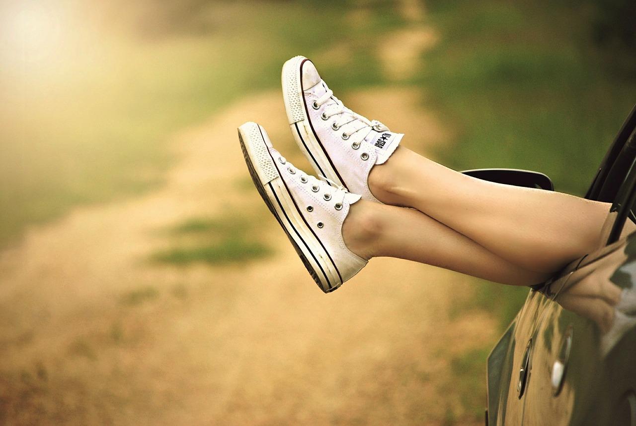 19歳水泳部、カミソリで剃る自己処理で足のムダ毛が濃い太い状態になり永久脱毛したい…ケノン家庭用光脱毛器ですね毛改善しミニスカートも履けるようになった10代女子の体験談